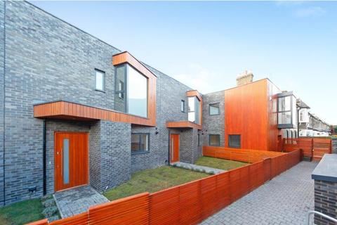 3 bedroom mews for sale - Chelmer Mews, Chelmer Road, Victoria Park, Hackney, Lower Clapton, Homerton, London, E9 6AY
