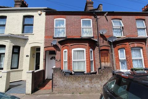 3 bedroom terraced house for sale - SPACIOUS THREE BEDROOM TERRACE on Vernon Road, Luton