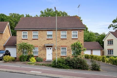 4 bedroom detached house for sale - Sweet Bay Crescent, Ashford