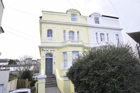 2 bedroom flat to rent - Basement Flat, 6 Quarry Crescent, Hastings, East Sussex, TN34
