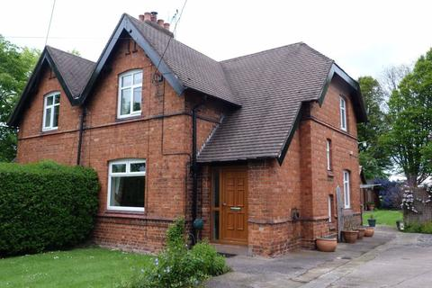 2 bedroom semi-detached house to rent - Middlewich Road, Leighton, Crewe