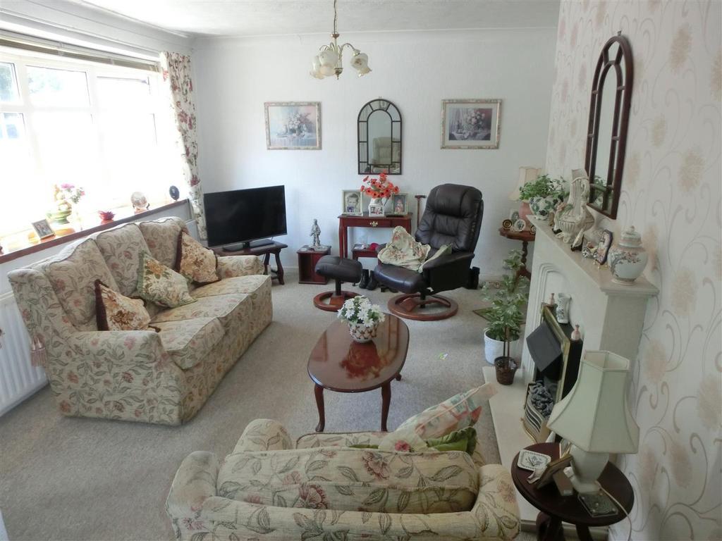 Bardon Drive 6 Lounge2.jpg
