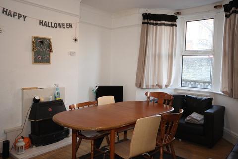 5 bedroom detached house to rent - Newbridge Road, BA1 3HG