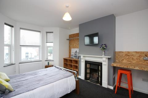 1 bedroom in a house share to rent - ROOM LETS, Alphington Road