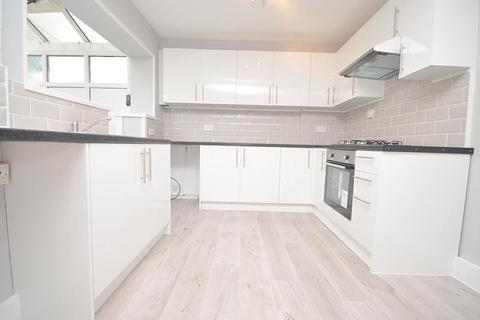 3 bedroom house to rent - Petworth Way, Hornchurch, RM12