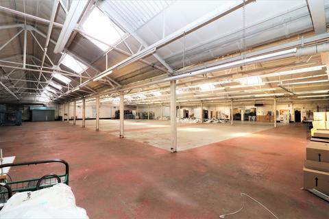 Warehouse to rent - Norlington Road, Leyton, E10