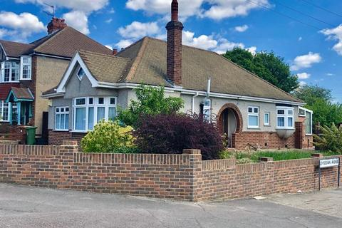 3 bedroom detached bungalow for sale - Park Grove, Bexleyheath