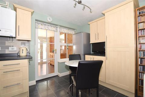 2 bedroom semi-detached house for sale - Pine Place, Maidstone, Kent