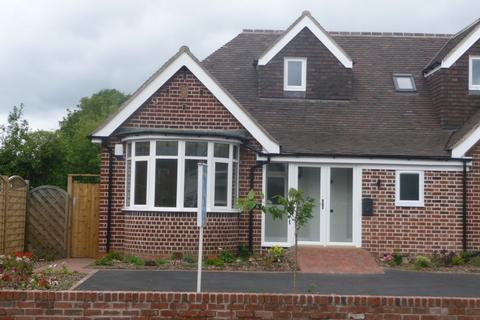 2 bedroom semi-detached bungalow to rent - Haslucks Green Road, Shirley