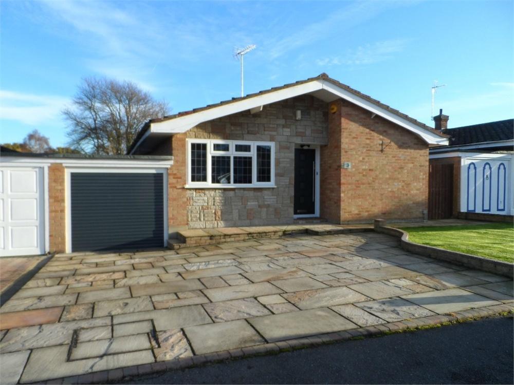 3 Bedrooms Detached Bungalow for sale in Deerhurst Close, New Barn