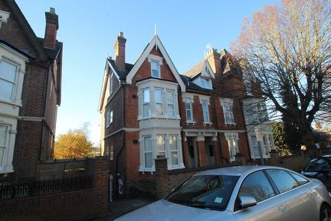 2 bedroom apartment to rent - Priory Avenue, High Wycombe