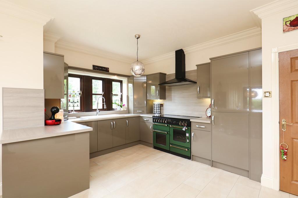 Breakfast Kitchen / Living Space