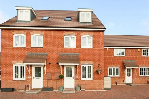 4 bedroom townhouse for sale - Kenbrook Road, Hucknall, Nottinghamshire, NG15 8HS