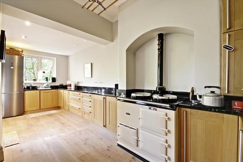 5 bedroom semi-detached house for sale - Wellesley Road, Chiswick, London