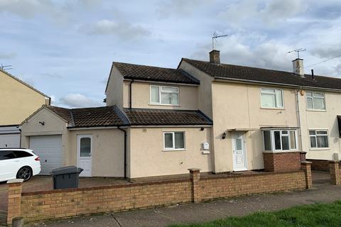 4 bedroom end of terrace house for sale - Milburn Crescent, Chelmsford, CM1