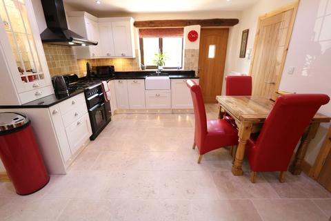 2 bedroom detached bungalow for sale - Warwick Road, Chadwick End