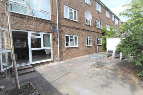 3 bedroom apartment to rent - Brierly Gardens, London