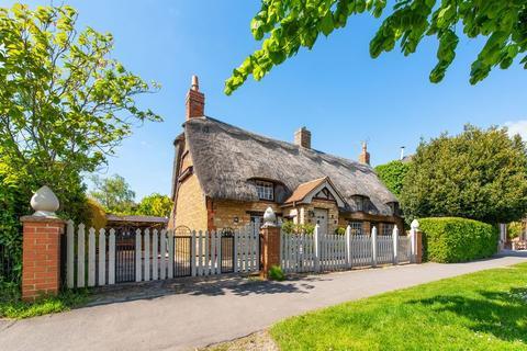 3 bedroom cottage for sale - Main Street, Baston