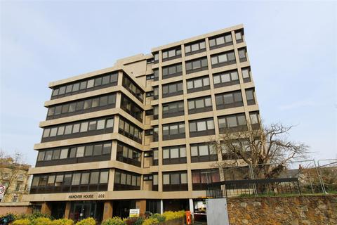 3 bedroom apartment to rent - Hanover House, Kings Road, Reading
