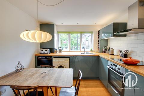 2 bedroom flat for sale - Montem Road, Forest Hill, London