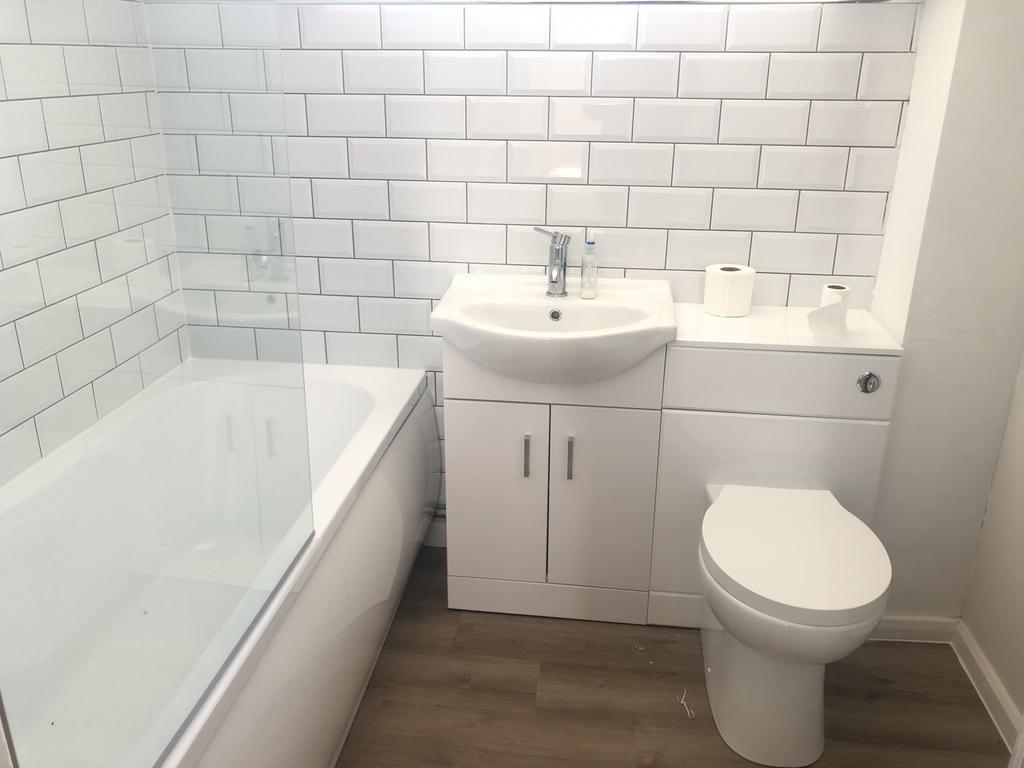 Superb fully refurbished three bedroom house loca