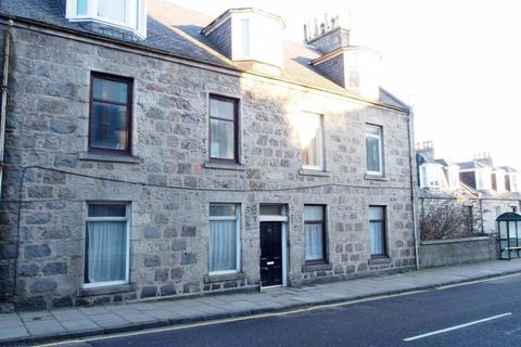 3 bedroom flat to rent - Albert Street, Ground Right, AB25