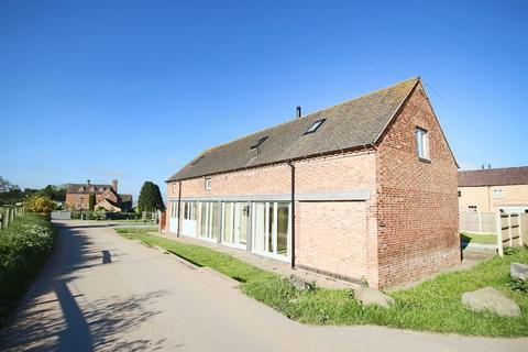 4 bedroom barn conversion to rent - Gnosall Road, Stafford