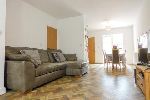 4 bedroom semi-detached house for sale - Knowle Court, Knowle Avenue, Ashton-under-Lyne, Greater Manchester, OL7