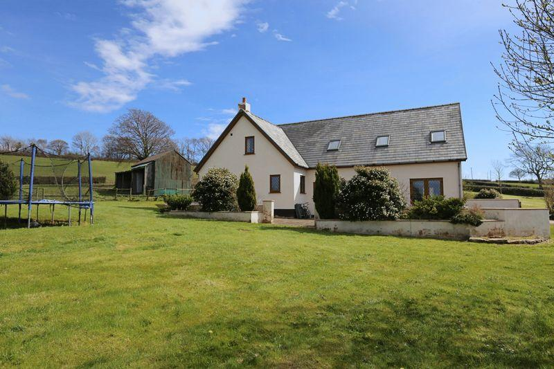 5 Bedrooms Detached House for sale in Llannefydd