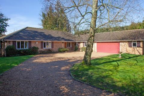 4 bedroom detached bungalow for sale - Beaconsfield