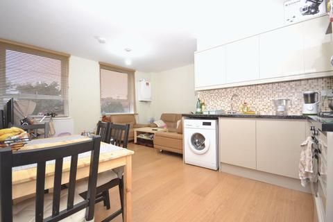 2 bedroom apartment to rent - Eastwood Close, London, E18 - Superbly Located 2 Bedroom Apartment