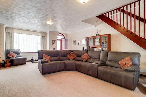 5 bedroom detached house for sale - Click our virtual tour.  Detached with Garage, Colliers Wood
