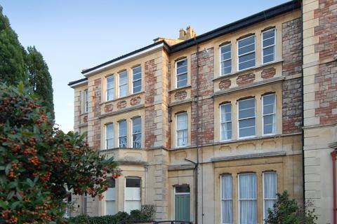 3 bedroom apartment to rent - Clifton