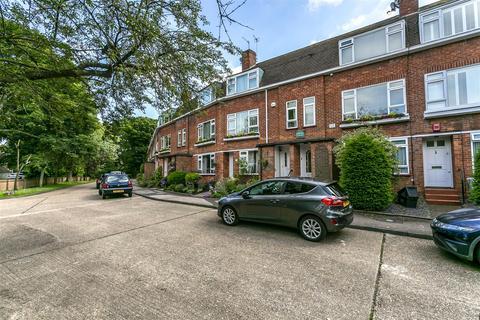 2 bedroom apartment to rent - Cheyne Court, Banstead