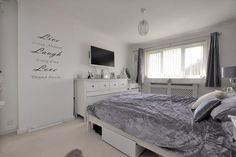 3 bedroom semi-detached house for sale - Robin Way, Tile Kiln, Chelmsford, CM2