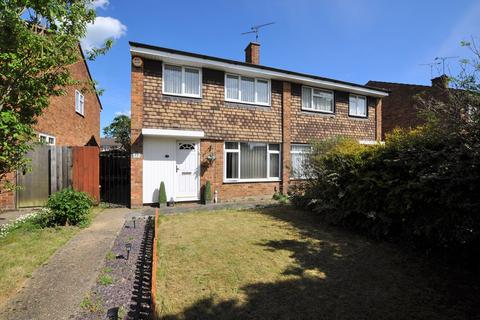 3 bedroom semi-detached house for sale - Robin Way, Tile Kiln, Chelmsford, CM2