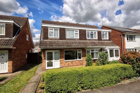 3 bedroom semi-detached house for sale - Medoc Close, Wymans Brook, Cheltenham, GL50
