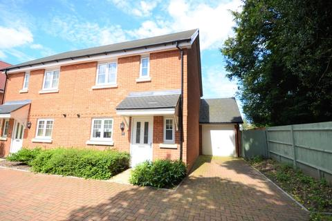 3 bedroom semi-detached house for sale - Wey Meadow Close, Farnham