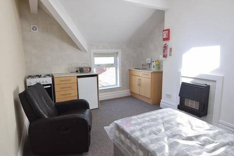 Studio to rent - Raikes Parade, Blackpool