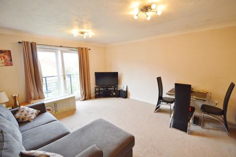 2 bedroom flat to rent - Grasholm Way, Langley, SL3