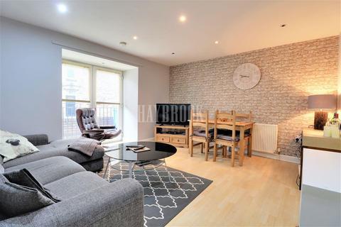 2 bedroom flat for sale - Commonside
