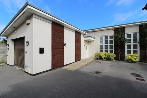 Property to rent - Shelbourne Road, Charminster,