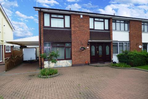 3 bedroom semi-detached house to rent - Charlotte Avenue, Wickford, Essex