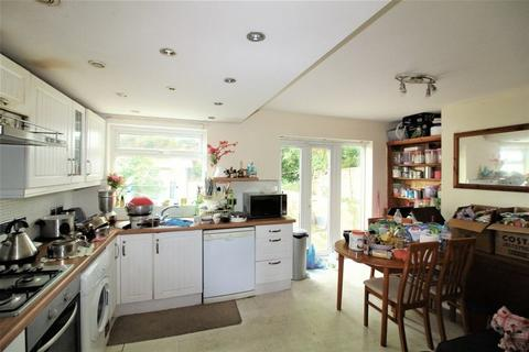 3 bedroom terraced house for sale - CHAIN FREE Three Bedroom On Runfold Avenue, Luton