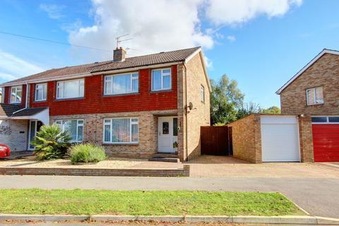 3 bedroom semi-detached house for sale - Avon Crescent, Halterworth, Romsey