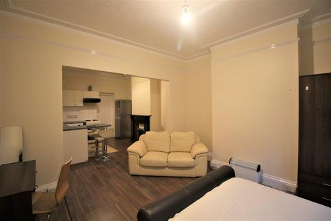 Studio to rent - Basingstoke Road, Reading, Berkshire