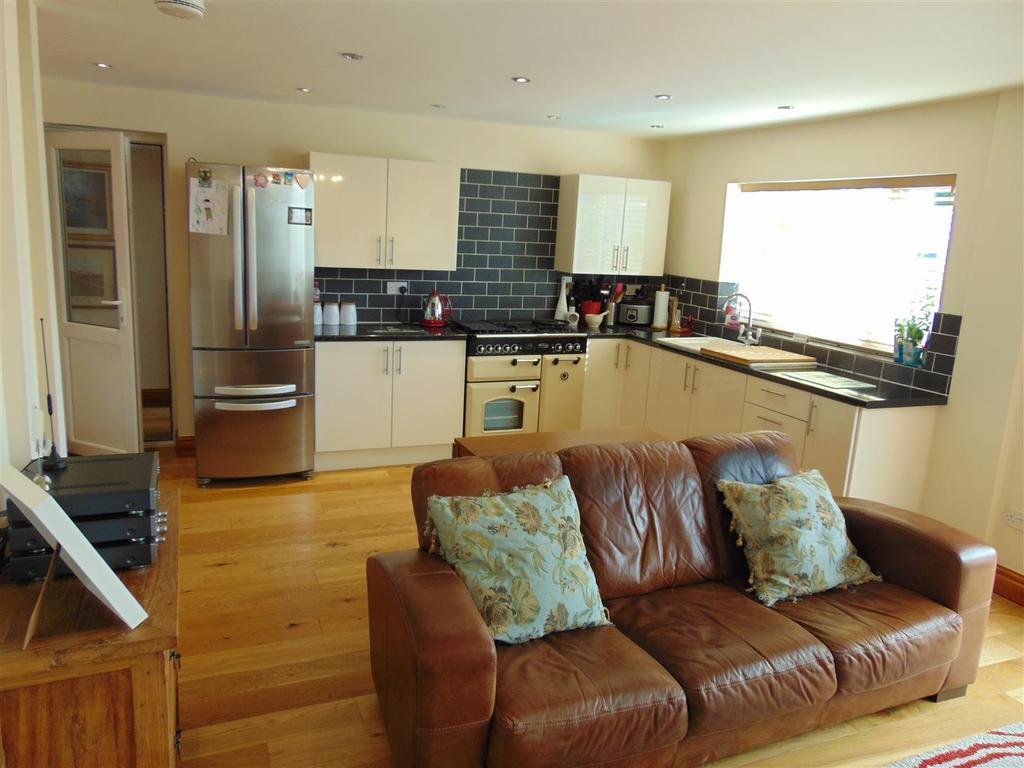 Superb kitchen/dining/living room