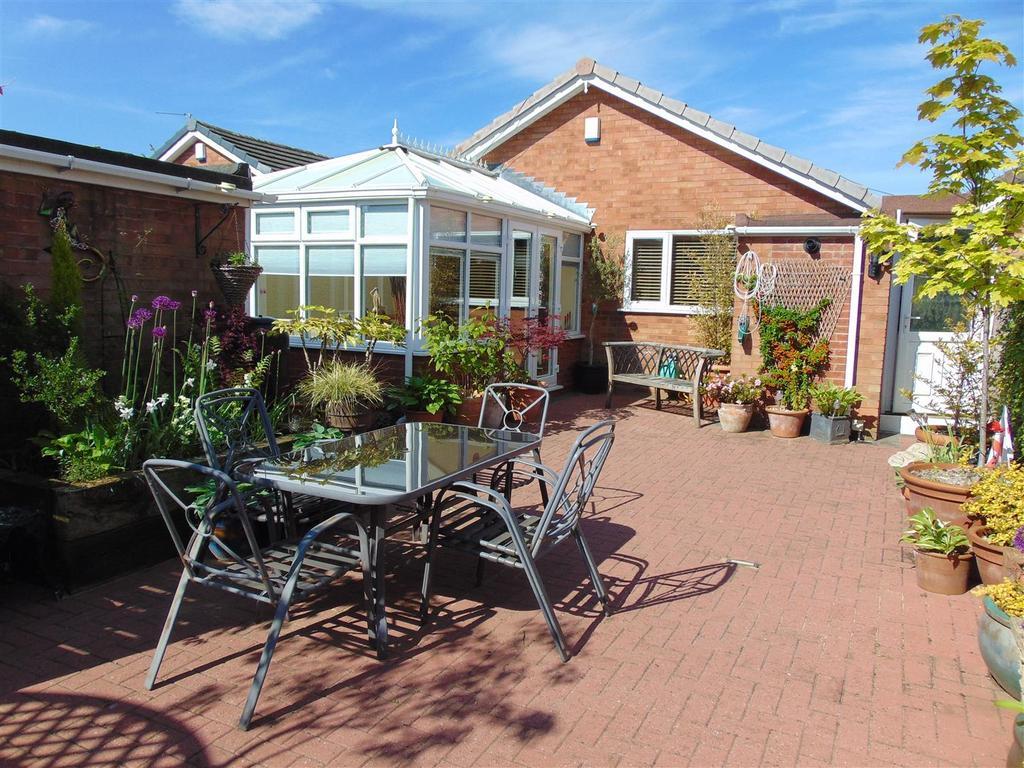 Attractive rear garden