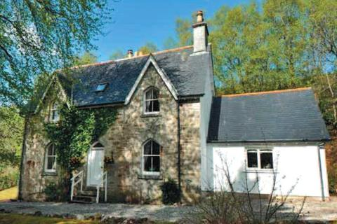 4 bedroom detached house to rent - The School House