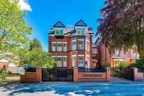 7 bedroom detached house for sale - Clarendon Crescent, Eccles, Manchester, M30 9AX